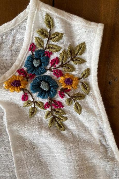 New Vero moda white top size XL floral hand embroidered